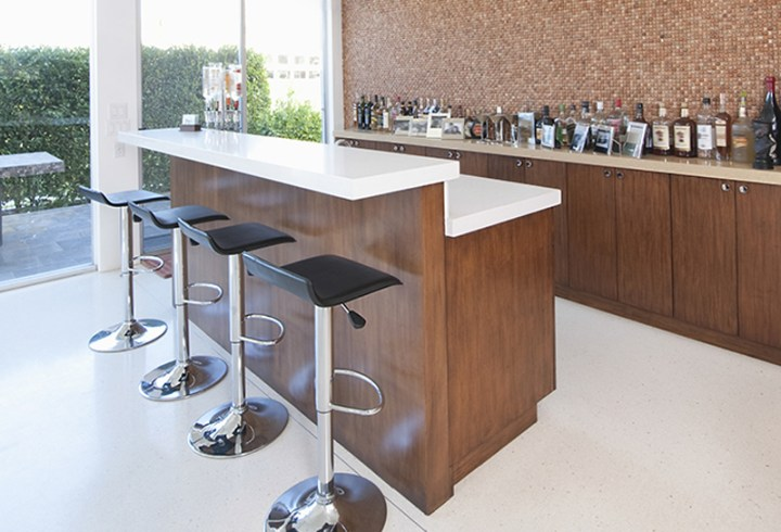 Modern style minimist bar