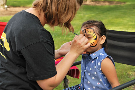 POLYWOOD-Company-Picnic-Face-Painting