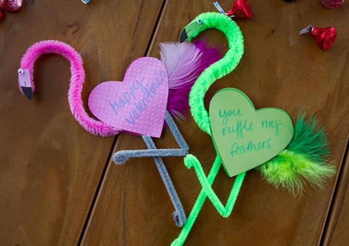 POLYWOOD-Blog-Valentine-Flamingos-PinkGreen800