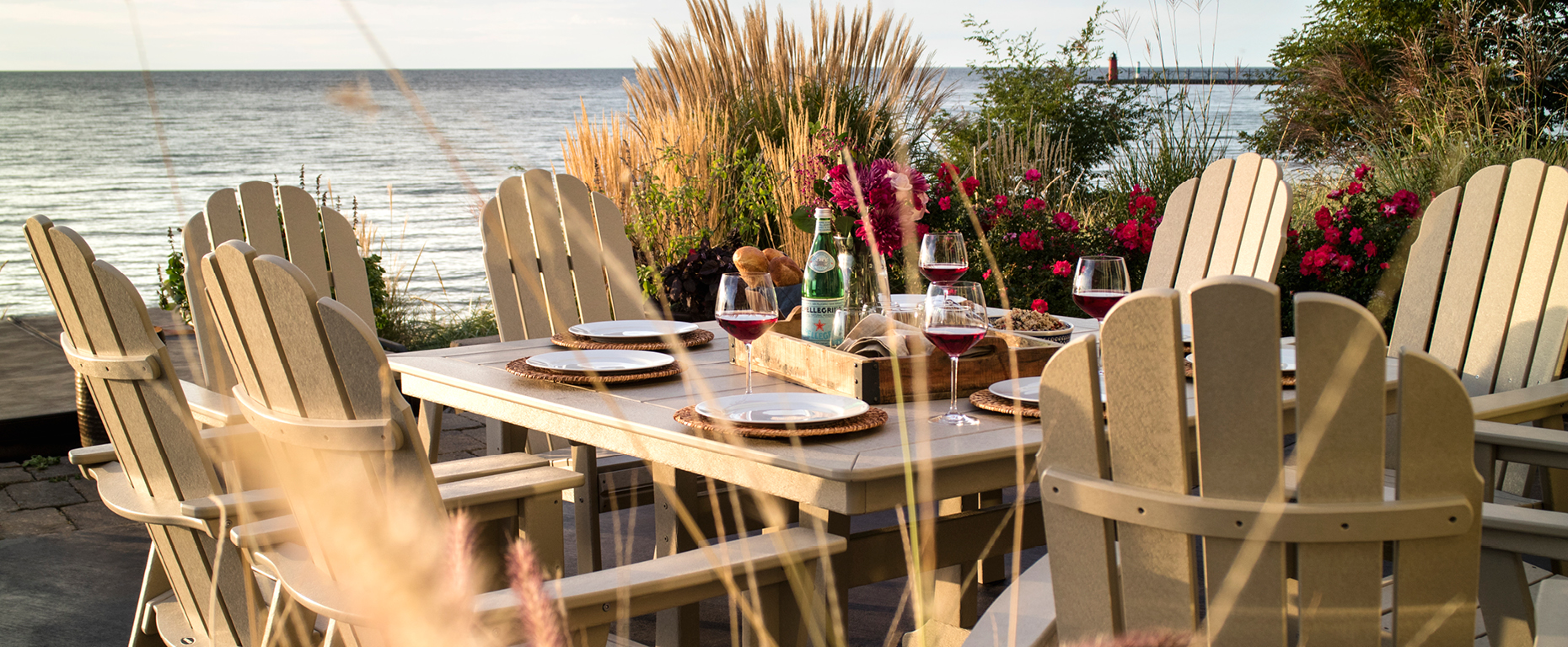 Choose the perfect outdoor dining set for your space
