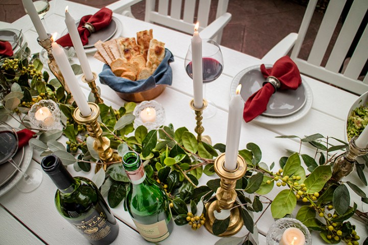 outdoor dining table settings