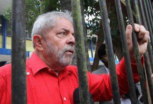 Lula segue liderando intenções de voto com 32,4%; Bolsonaro tem 16,7%