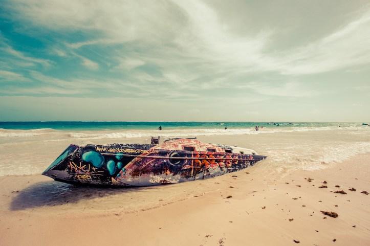 tulum_playa_pescadores_boat