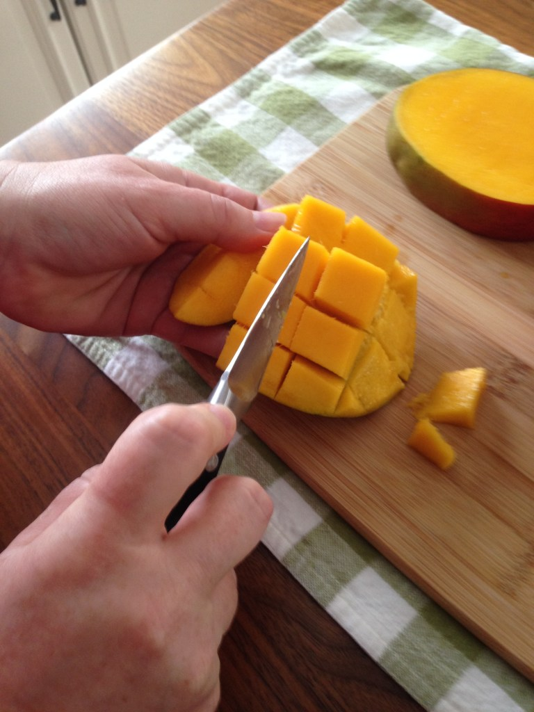Life Hacks - in the kitchen: how to easily peel an mango