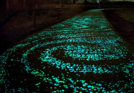 Studio-Roosegaarde-Solar-Bike-Path-Van-Gogh-537x374