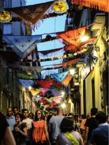 Fiestas de San Cayetano, San Lorenzo y Virgen de La Paloma 2016   Mantones y cadenetas   Fiestas de San Cayetano   El Rastro - Lavapiés   Madrid   1 al 7 de agosto de 2016