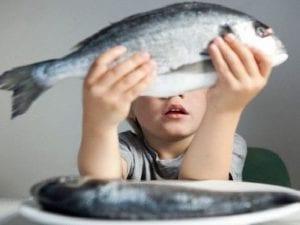 El pescado no solo trae un mundo de vitaminas `para los niños, también evitará el asma | Nutrición sin más