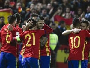 Jugadores de la selección española de fútbol celebran su victoria ante Macedonia por goleada (12/11/2016)