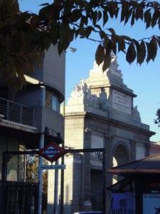 'Sábados de Gloria' | De paseo con Gloria Fuertes | Mediodía de Madrid Alternativas Culturales | Inicio del recorrido Glorieta Puerta de Toledo