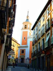 Iglesia de San Lorenzo desde la calle de la Fe | Lavapiés - Madrid