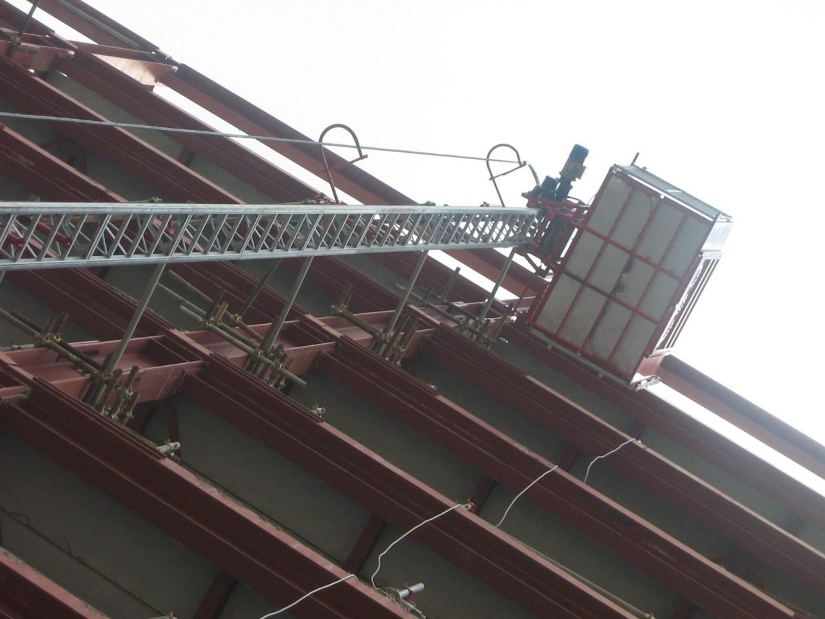 piattaforma elevabile ascensore da ponteggio realizzazione edificio
