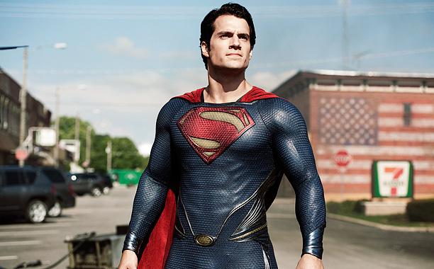 Henry Cavill como Superman/Kal-El/Clark Kent