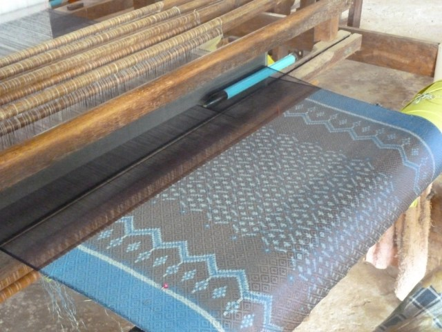 Weaving on Traditional Looms