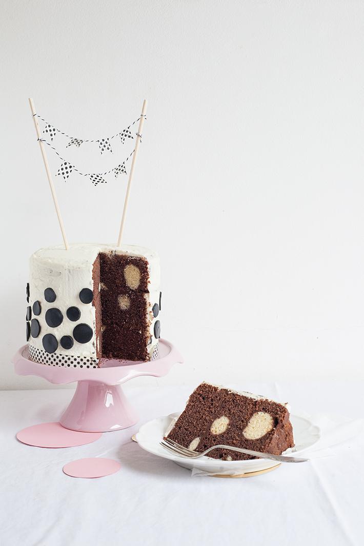 layer-cake-a-pois-polka-dot-cake-popandsoda9
