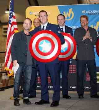 SACRAMENTO, CA - JUNE 17: Actor Billy Boyd presents Senior Airman Ian McGuigan with a shield at the Wizard World Sacramento Honors Hometown Heroes event at the Sacramento Convention Center on June 17, 2016 in Sacramento, California. (Photo by Kelly Sullivan/Getty Images for Wizard World, Inc.)