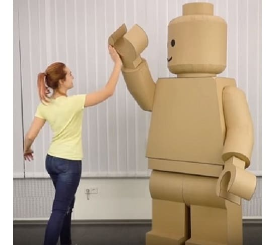 [Video] Giant LEGO Man Costume Created from Cardboard