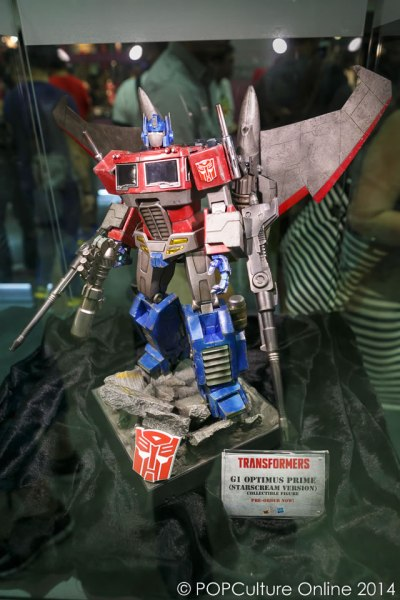 STGCC 2014 Hot Toys G1 Optimus Prime Starscream Version