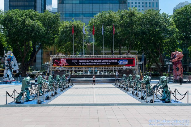 Gundam Docks at Singapore Nee Ann City (1)