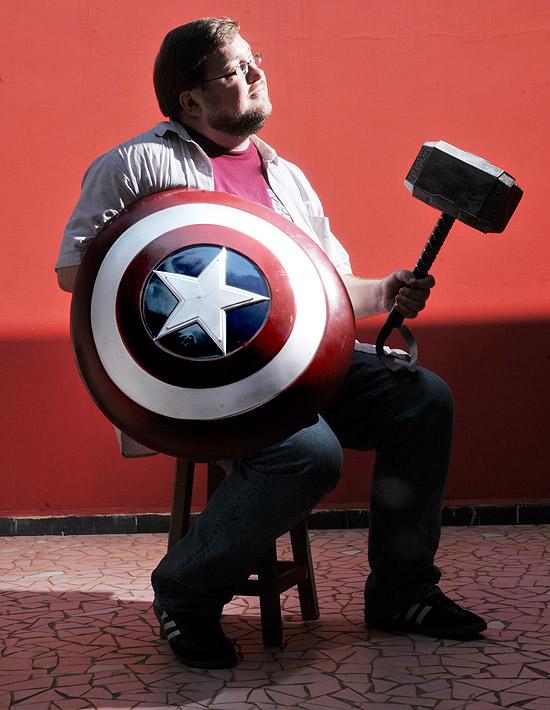 STGCC 2015 C.B. Cebulski Captian America Shield Thor Hammer