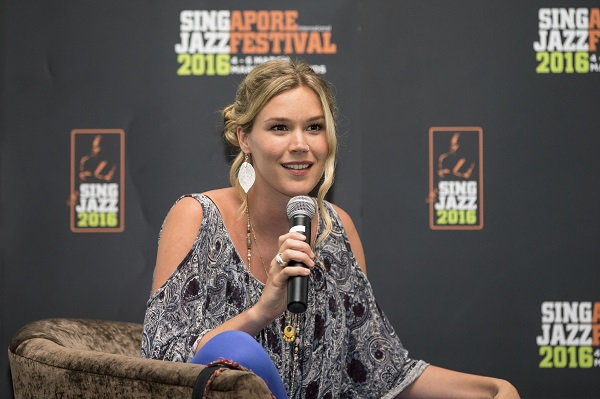 Media session with Joss Stone 040316 (4)
