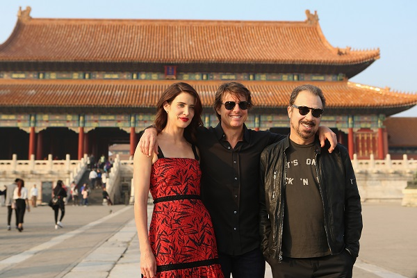 "BEIJING, CHINA - OCTOBER 11: Cobie Smulders, Tom Cruise and Edward Zwick visit the Forbidden City during the promotional tour of the Paramount Pictures title ""Jack Reacher: Never Go Back"", on October 11, 2016 in Beijing, China. (Photo by Emmanuel Wong/Getty Images for Paramount Pictures) *** Local Caption *** Cobie Smulders; Tom Cruise; Edward Zwick"
