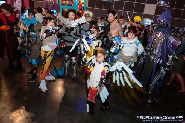 GameStart2016 Cosplayer Mini Mercy Overwatch Team
