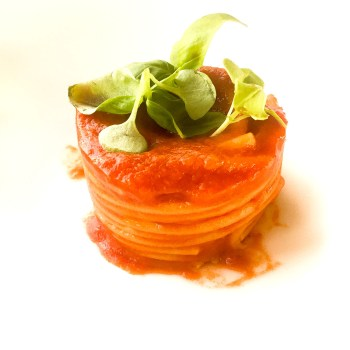 Spaghetto al pomodoro San Marzano e basilico