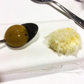Enoteca Pinchiorri Salatini: sfera di vitello tonnato, pepita di riso parmigiano e nocciole