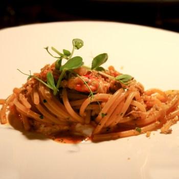 Spaghettoro aglio, olio, peperoncino, granchio reale, bottarga