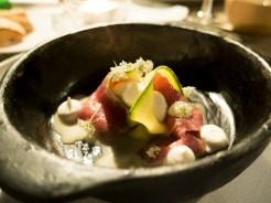 Tonno, zucchine sott'aceto, rafano, riduzione di prosciutto