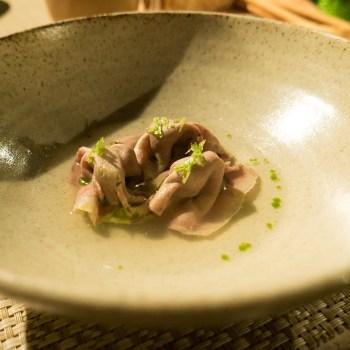 Tortelli di lingua ripieni di avocado, brodo di tonica, coriandolo, jalapeno