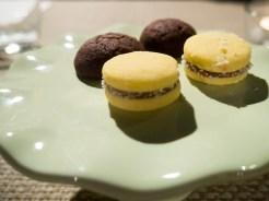 Alfajores con dulce de leche, farina di maizena, cocco Biscotti al cioccolato Valrhona e sale