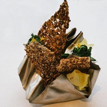Cialda di semi, cavolo, curcuma, spinaci, lemongrass