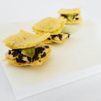Cracker di ceci con semi di lino e maionese