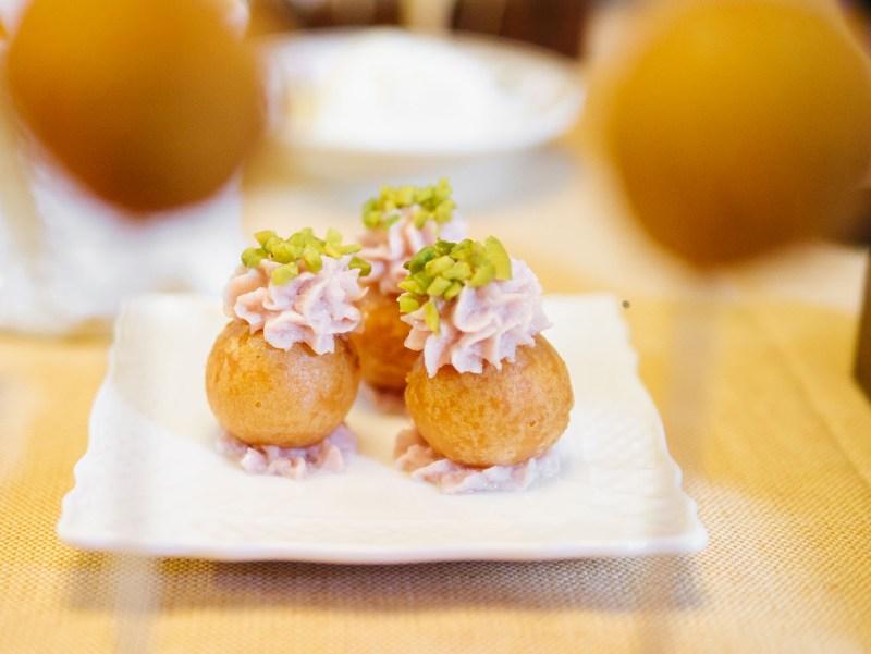 Bonbon di parmigiano con mortadella e pistacchio
