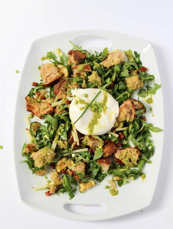 An early summer panzanella salad with arugula, creamy burrata, and pancetta // POP KITCHEN