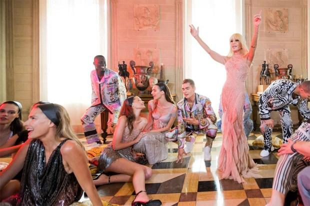 versace on the floor donatella versace clipe