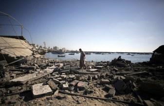 Le devastazioni subite dal porto di Gaza, principale fonte di sostentamento degli abitanti dell'enclave.