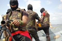 Guerriglieri ijaw si spostano sul delta del Niger.