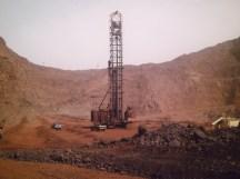 Uno dei pozzi di petrolio apparsi dopo la scoperta del greggio nel 2006.