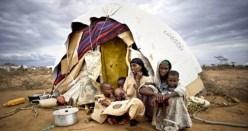 Profughi somali. Non esiste un conteggio certo del numero di profughi e rifugiati somali. Secondo l'Onu sarebbero più di tre milioni.
