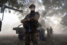 Militare del contingente francese.