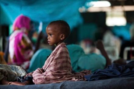 Un bambino in un campo profughi nel confinante Kenya.