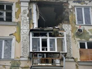 Un appartamento distrutto dalle bombe. Risultato del bombardamento sulla periferia di Donetsk.