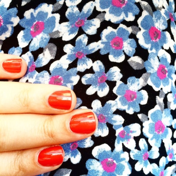 Essie - Too too hot - Poppy Loves