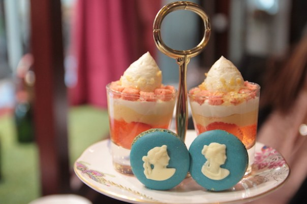 Wedwood cameo macarons