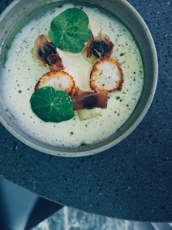 Scallops leek, mussel sauce & reindeer
