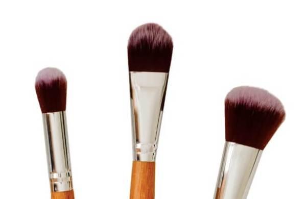 Poppy Sloane Luxury Bamboo Powder Trio Brush Set - close up
