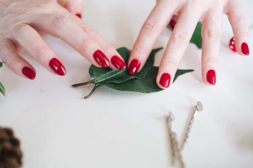 press the leaves together diy leaf hair barrette