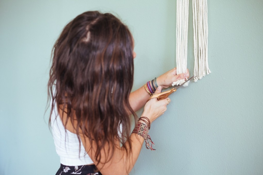 trim the ends of the minimalist fall wreath